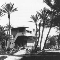 Postcard from the past. 〰️ Jacques Majorelle's Studio Villa, 1931.  Photo via @pinterest   Have a good weekend!